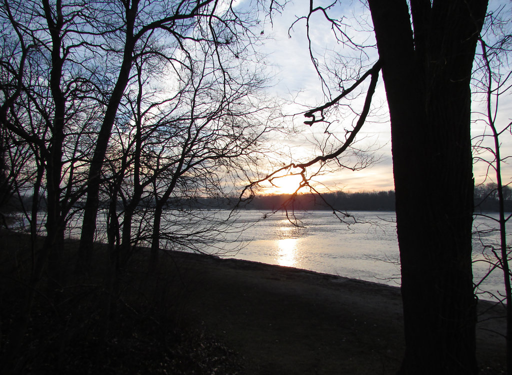 Sunrise over the Maumee river during late winter