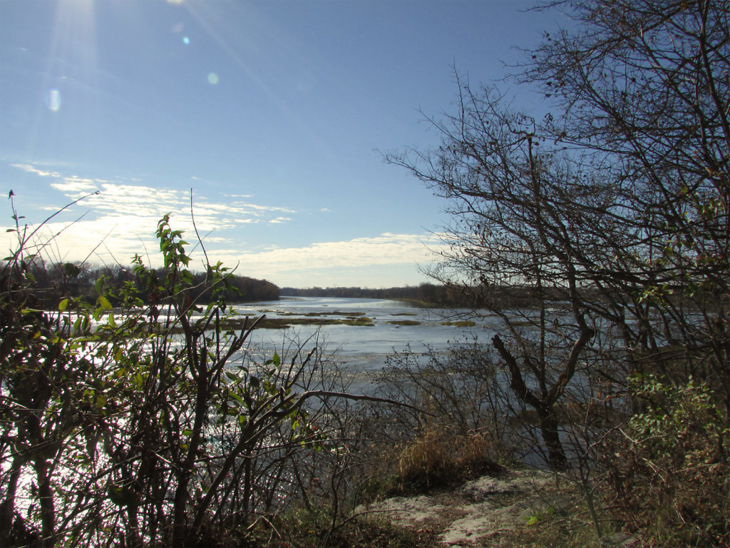 Landscape picture of view from small overhang looking down to the Maumee river