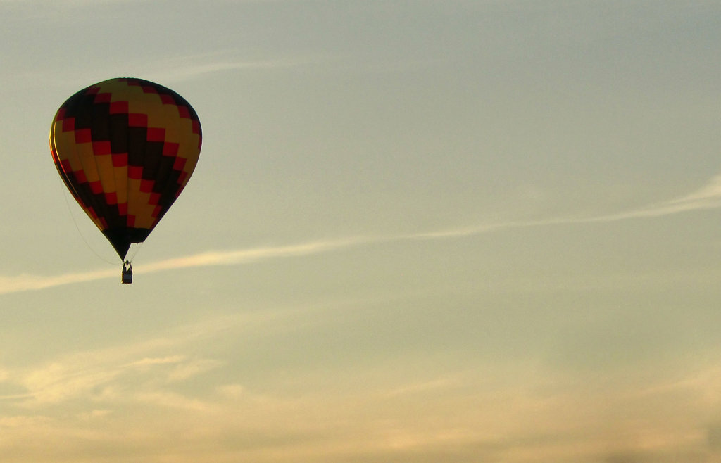 hot air balloon picture in the sky